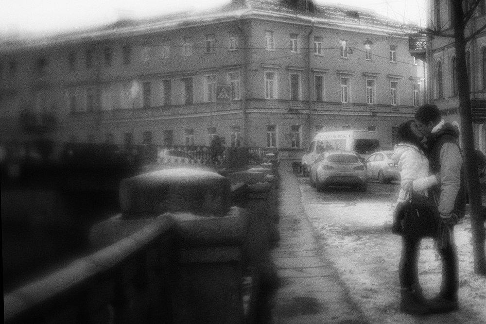monoclemania-griboyedov-canal-embankment-01.jpg
